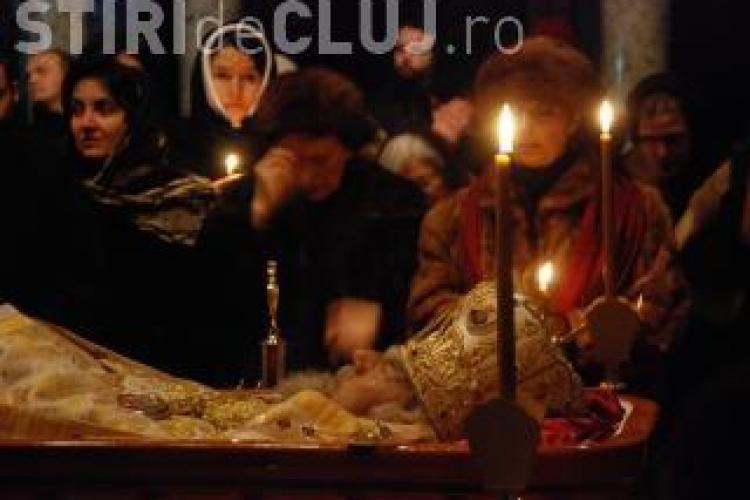12.000 de colaci pentru credinciosii care participa la inmormantarea mitropolitului Bartolomeu