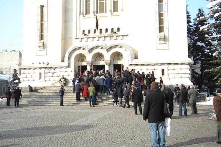 Slujba de Parastas pentru sufletul IPS Bartolomeu, oficiata in bisericile din Mitropolia Clujului