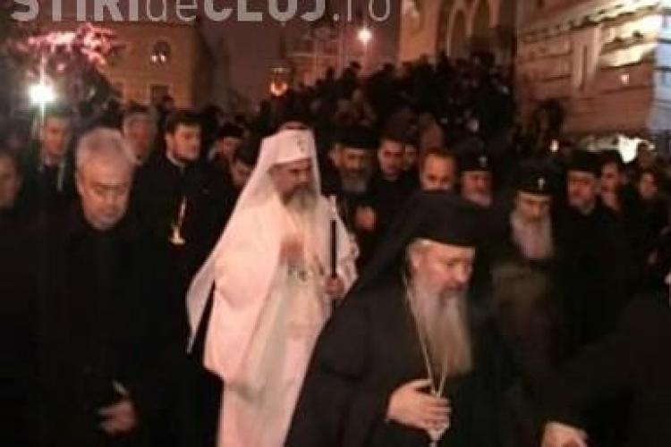 Prea Fericitul Daniel a ajuns la Cluj! Patriarhul a fost impresionat de multimea adunata sa-si ia ramas bun de la IPS Bartolomeu - VIDEO