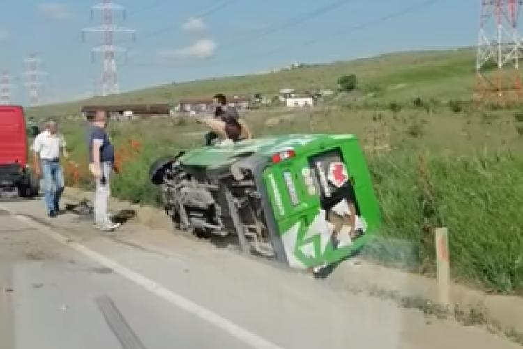 """Mașină Sameday, răsturnată în șanț pe centura Apahida: """"Coletul dumneavoastră se află în șanț"""" - VIDEO"""