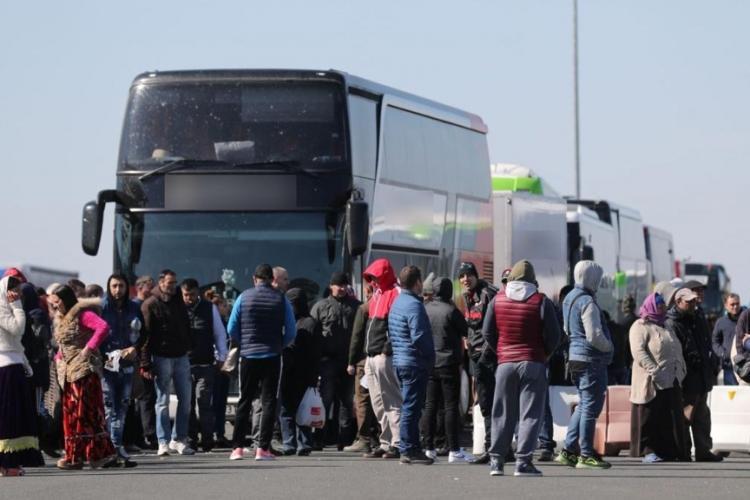 137 de români cu teste COVID false, care se întorceau din Spania, predați Poliției Naționale