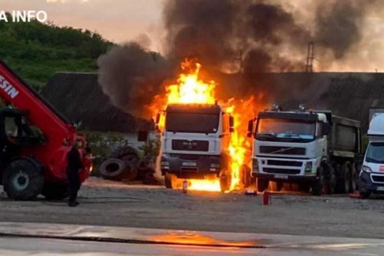 Două autocamioane au ars într-o parcare din Bonțida - VIDEO