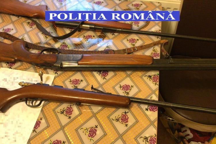 Turda: Percheziții în locuința unui tânăr care deținea arme în mod ilegal - FOTO