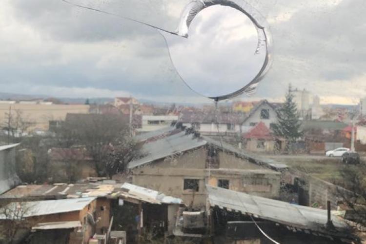 Romii evacuați de pe strada Meșterul Manole și-au încropit altă locuință! Vecinii sunt terorizați și au rupt tăcerea- VIDEO și FOTO