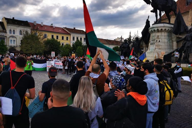 """Protest de solidaritate cu Palestina la Cluj! """"Salvați Palestina!"""" și """"Opriți crimele din Gaza!"""" - VIDEO"""