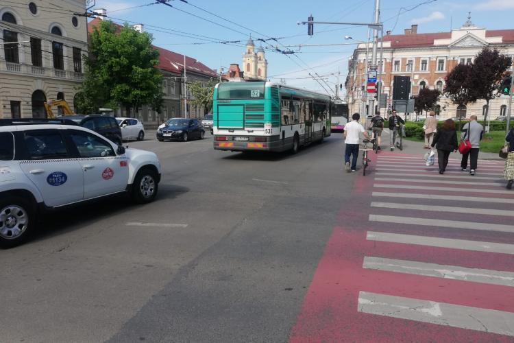 Taximetrele circulă la Cluj pe banda dedicată pentru transportul în comun - FOTO