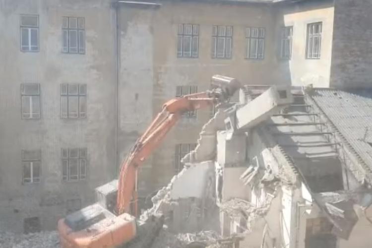 Demolare pe strada Horea, care poluează zona cu azbociment cancerigen - FOTO și VIDEO