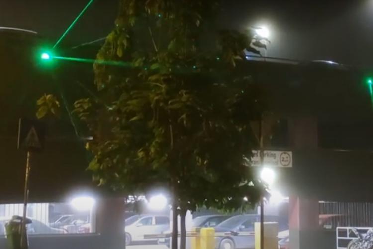"""Pe strada Mehedinți, din Mănăștur, oamenii au """"discotecă"""" în fiecare noapte, fără să își dorească - VIDEO"""