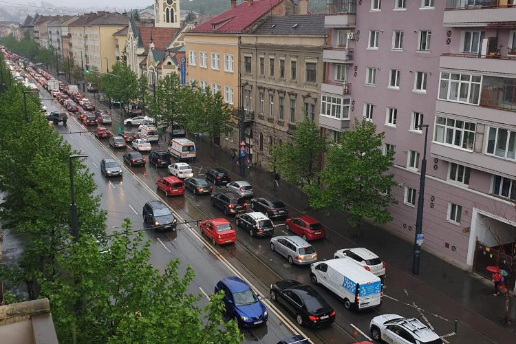"""Așa e în """"Vinerea verde"""" la Cluj-Napoca."""" Oamenii nu sunt dispuși să lase mașina acasă - FOTO"""