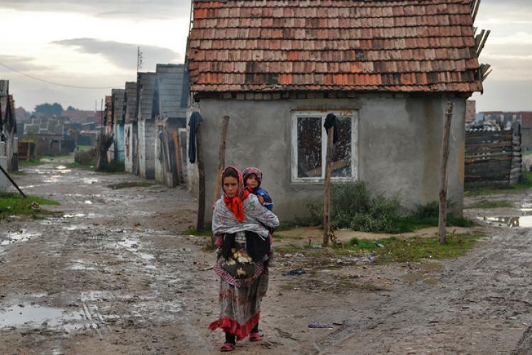 Emil Boc: România are 300 de comune în plus față de 1968. 1000 de comune nu au bani de curent și salarii