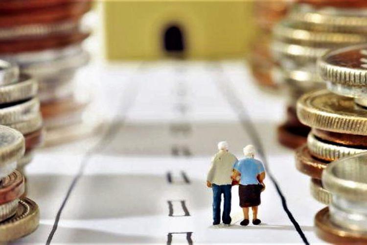 Ce salariu trebuie să ai pentru a primi o pensie de 2.000 de lei la 45 de ani. Suma e uriaşă