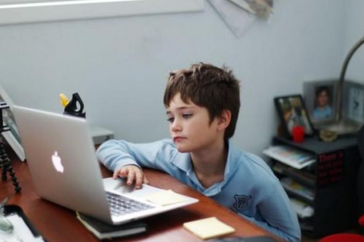 Copiii din Cluj-Napoca, primii care au trecut în online și ultimii care se întorc la școală