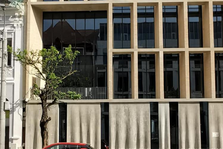 Sediul Băncii Transilvania, lăudat de arhitectul-șef al județului Cluj: Așa da! - FOTO