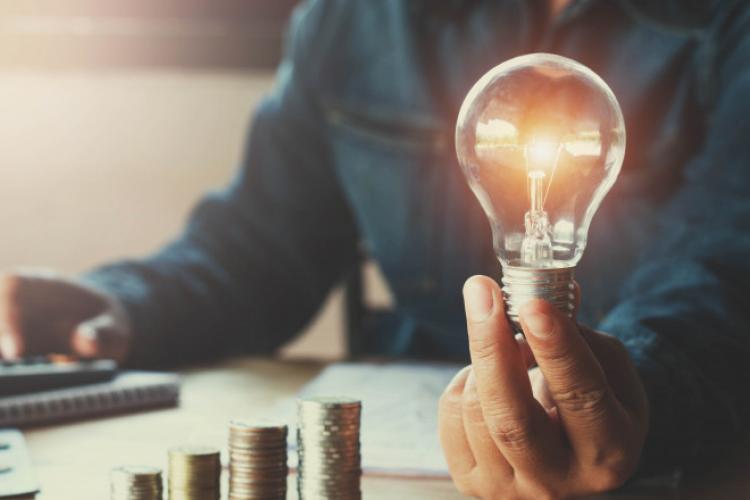 Cu cât vor crește facturile la gaz și la energie electrică de la 1 iulie? Un clujean ar putea plăti mult mai mult decât un bucureștean