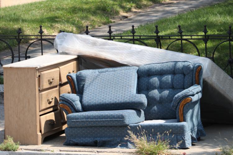 Cluj: Rosal colectează deșeurilor voluminoase: mobilier, covoare, saltele, deșeuri din construcții