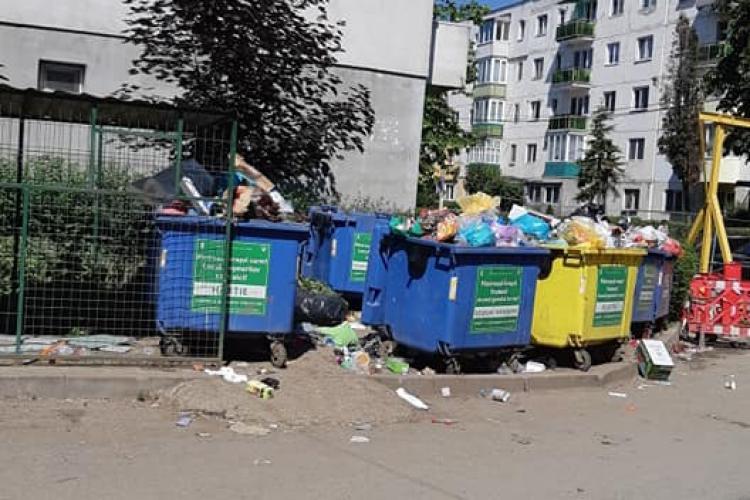 Primăria Turda a uitat să mai ridice gunoaiele de la blocuri - FOTO