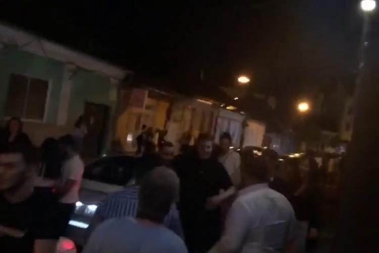 Scandal la After Eight, după ce oamenii au fost scoși în stradă la final de program - VIDEO