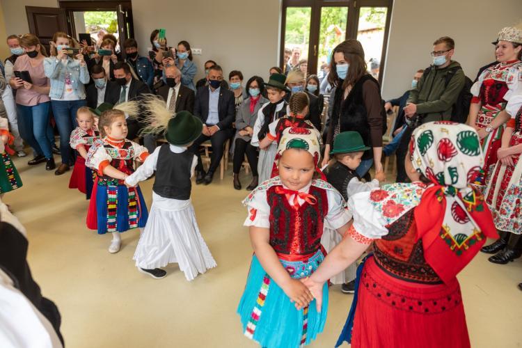 Statul maghiar a plătit renovarea a două grădinițe din Cluj: Grădiniţa în limba maghiară va deveni atractivă şi pentru copiii din căsătoriile mixte