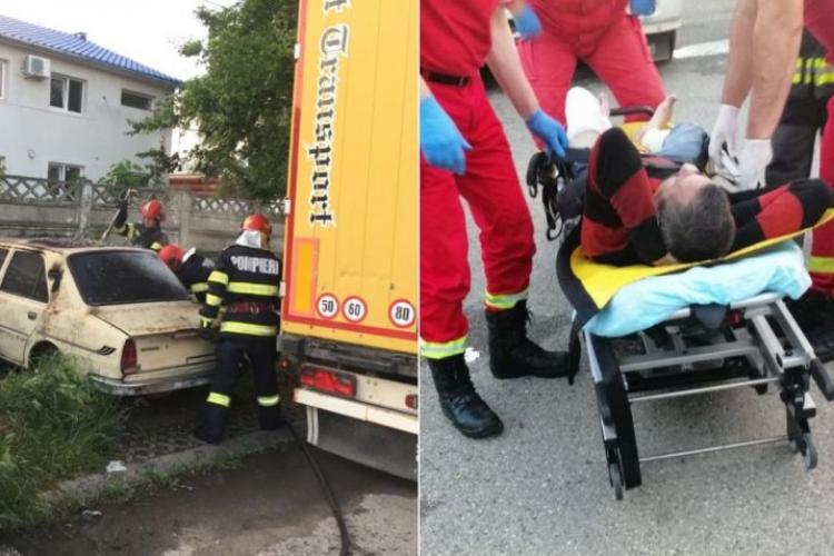 Un bărbat şi-a dat foc într-o maşină, apoi a luat-o la fugă cu hainele în flăcări - FOTO