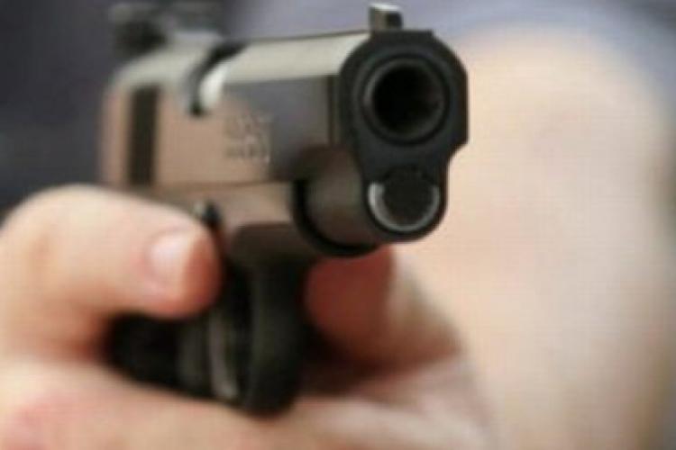 Cluj: Client Bolt amenințat cu pistolul și dat jos din mașină chiar de șofer - FOTO