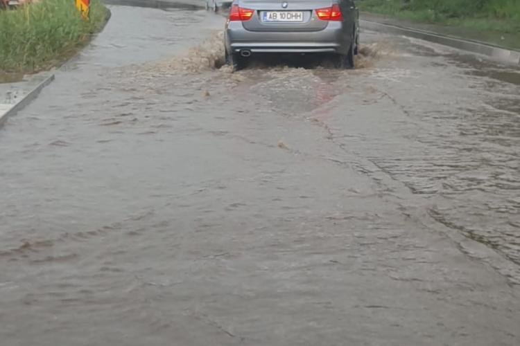 Drumul Național Cluj - Turda, inundat la Valcele. E lac de pescuit - FOTO