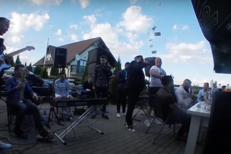 Nelson Mondialu aruncă 1000 de euro pe dedicații, la o petrecere verificată de Poliția Cluj - VIDEO