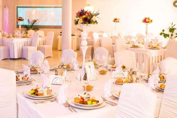 Nunțile, mesele festive și botezurile, permise la Cluj până la ora 2.00