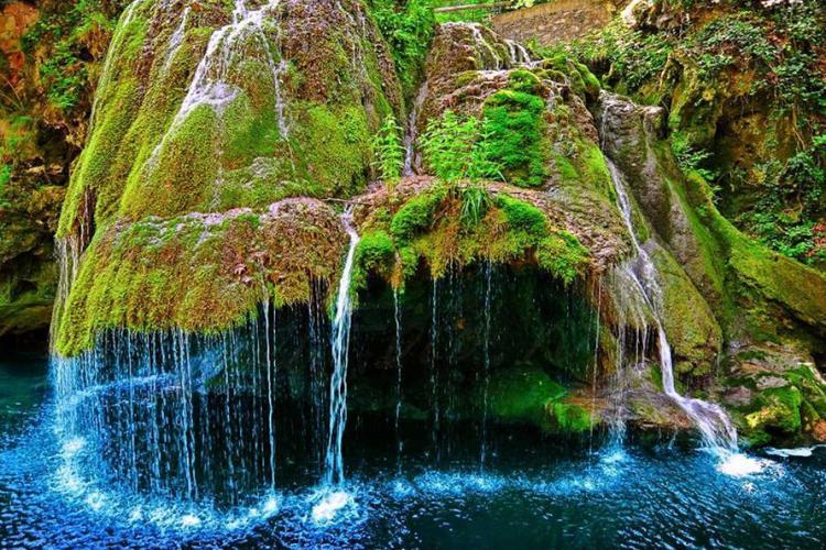 Totul despre Cascada Bigăr, cea mai frumoasă cascadă din România: care este legenda ei și de ce s-a prăbușit