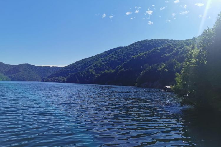 Șmecherii de la Tarnița au fost învinși! Nicio barcă nu era pe lac sâmbătă - FOTO