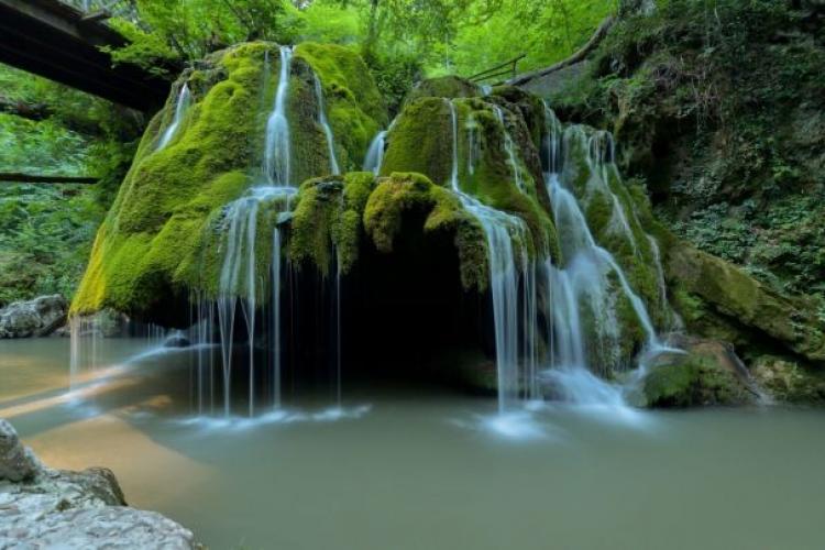 Romsilva dă explicații după surparea unui perete al cascadei Bigăr: Se va reface - FOTO