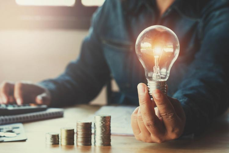 Vin scumpirile! Factura la energie electrică va crește cu până la 25% începând cu luna iulie
