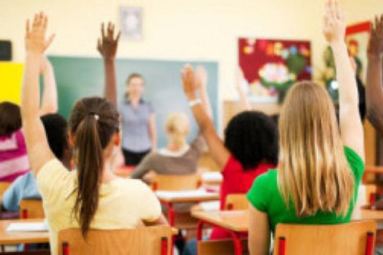 Legea Educației modificată din nou? An școlar mai lung, vacanțe diferite după regiune