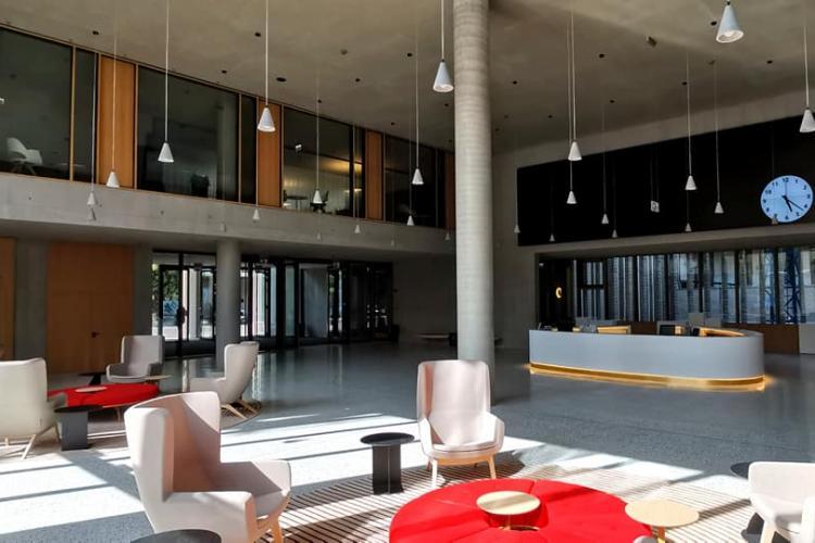 Cum arată interiorul noului sediu al Băncii Transilvania - Galerie FOTO
