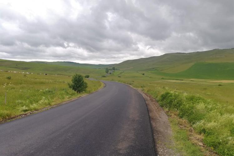 Se asfaltează Drumul Județean 161A Apahida - Cojocna - Iuriu de Câmpie - FOTO