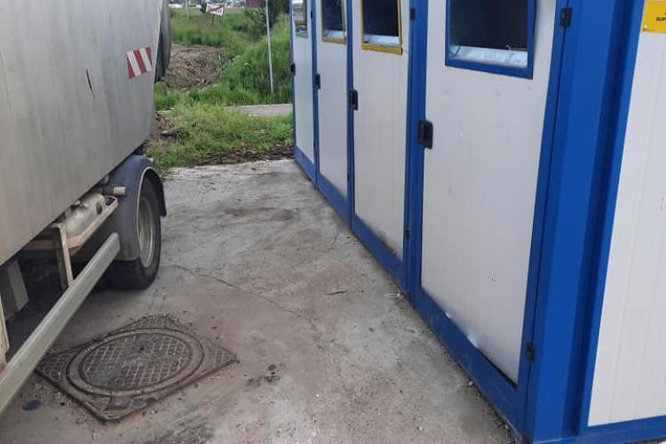 Containere distruse în Dezmir de cei care au aruncat moloz: #VREAU O TARA CA AFARA!!! - FOTO