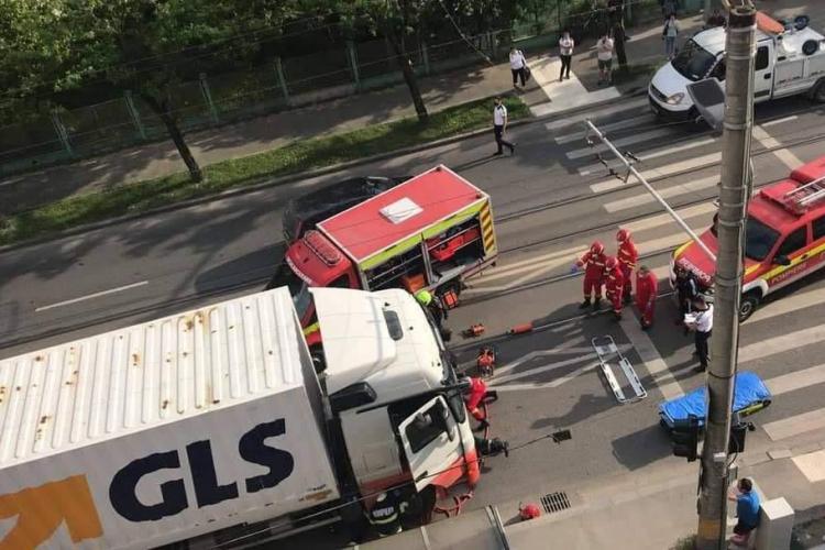 Accident mortal pe Bulevardul Muncii. Bărbat strivit de un TIR - VIDEO