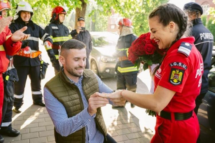 Un bărbat din Suceava a înscenat un accident pentru a-și cere în căsătorie iubita paramedic - FOTO