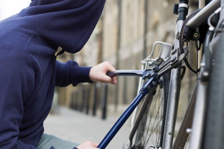 Cluj: Tânăr de 18 ani din județul Alba, arestat după ce a furat o bicicletă în Cluj-Napoca