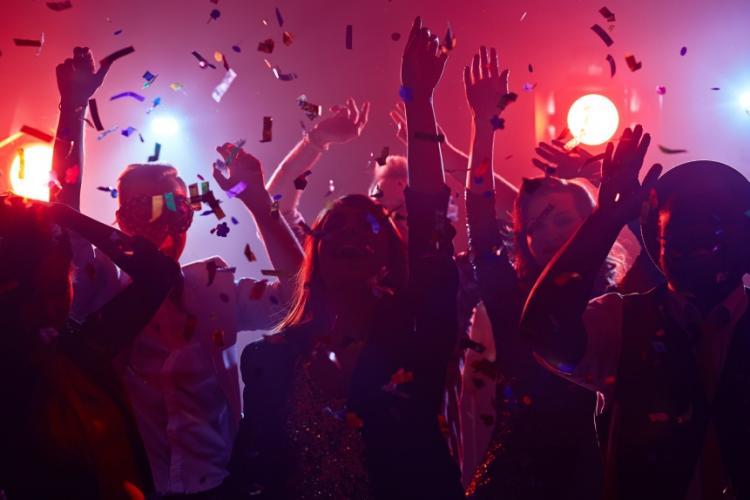 Clujenii profită la maxim de relaxări! Petrecere cu 500 de persoane, spartă de poliție în Cheile Baciului