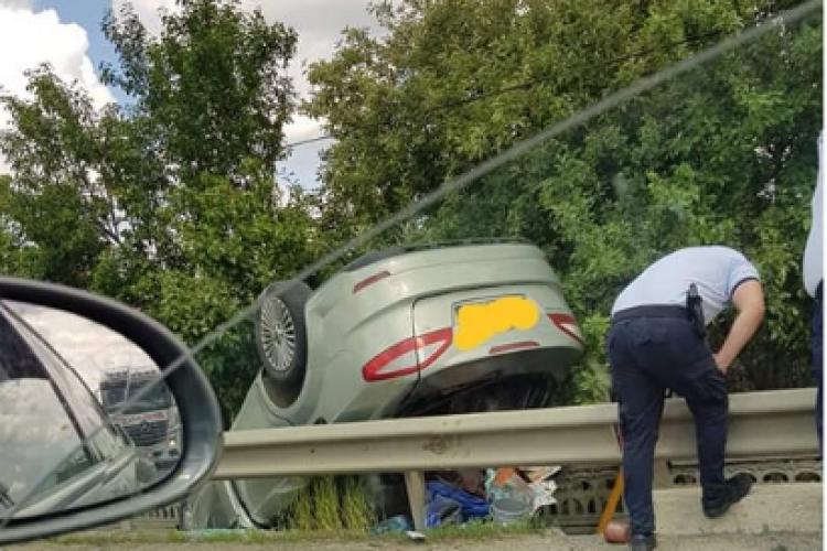 Accident rutier în Iclod! O mașină s-a RĂSTURNAT - FOTO