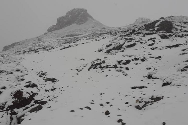 Ninge la munte, la jumătatea lunii iunie. Mașinile de deszăpezire s-au mobilizat - VIDEO