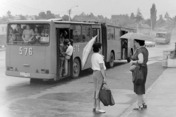 Autobuzul 10, la urcare pe Calea Turzii. Așa se circula înainte de 1989 - FOTO