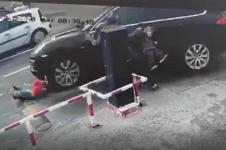 O clujeancă a produs un accident cu o victimă în Bistrița, în parcarea unui supermarket