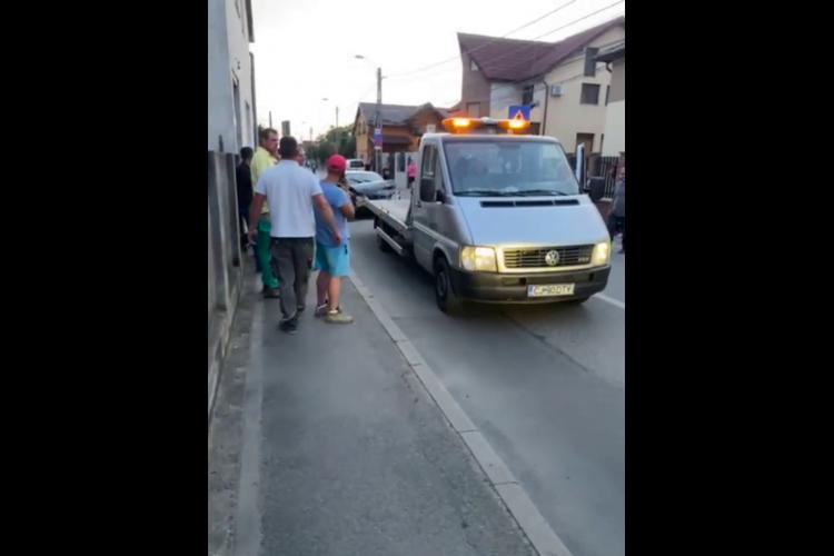 Un BMW a derapat și a intrat într-o casă, în Someșeni, zona Bărc - VIDEO