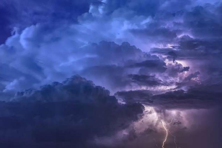 COD GALBEN de ploi puternice și furtuni în județul Cluj și alte județe din țară