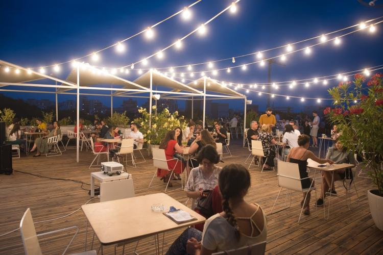 Noi RELAXĂRI de la 1 iulie. Cluburile și restaurantele, deschise până la 2 noaptea. Mai mulți invitați la nunți și botezuri