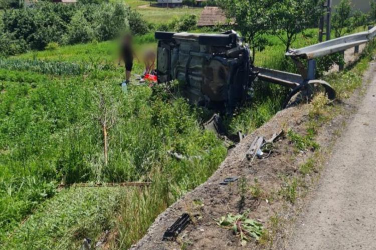 Mașina răsturnată pe drumul național, dintre Zalău și Cluj - FOTO