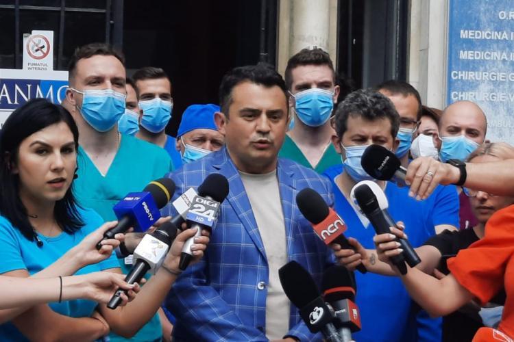Cluj: Angajații Institutului de Urologie au protestat împotriva ministrului Sănătății - FOTO