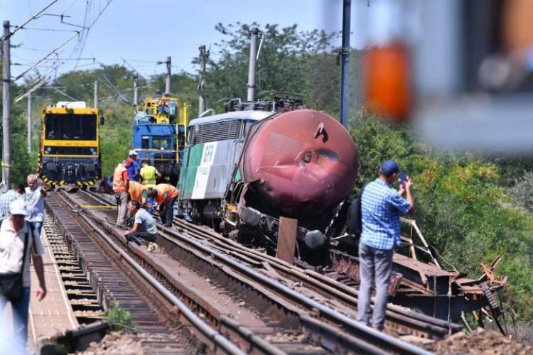Cluj: Un tren plin cu călători, deraiat în zona Câmpia Turzii, după ce o piesă a unui vagon s-a rupt