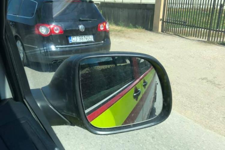 Șofer clujean VITEZOMAN arătat cu degetul de un ambulanțier: Ne loveai, dacă nu frânam - FOTO